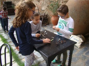 Aprendiendo a construir juguetes tradicionales