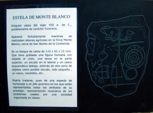 Placa de pizarra con la Estela de Monteblanco incisa realizada por José Antonio Carnerero