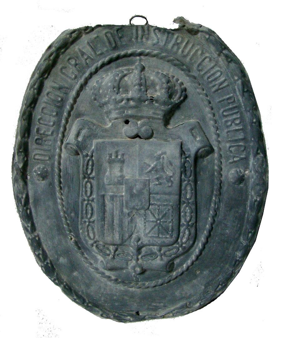 """Museo Etnográfico. Extremeño.""""González Santana"""". Olivenza.Pieza del Mes. Placa de centro escolar"""